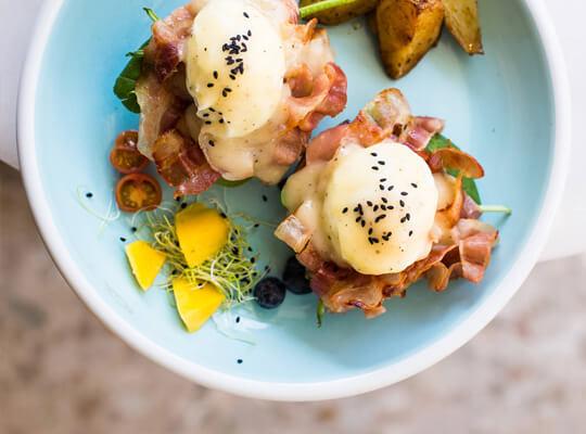 Huevos Benedict de Barcino Food, para disfrutar el mejor Brunch en Barcelona.